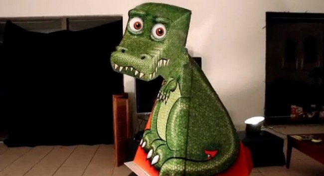 Lovable dinosaur becomes hit on social networks