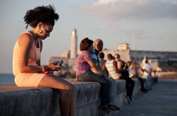 """""""BIDD  Theme this week""""  White House denies 'Cuban Twitter' ZunZuneo programme was covert"""