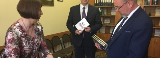 Фонд «Народная дипломатия» подарил книги смоленской библиотеке