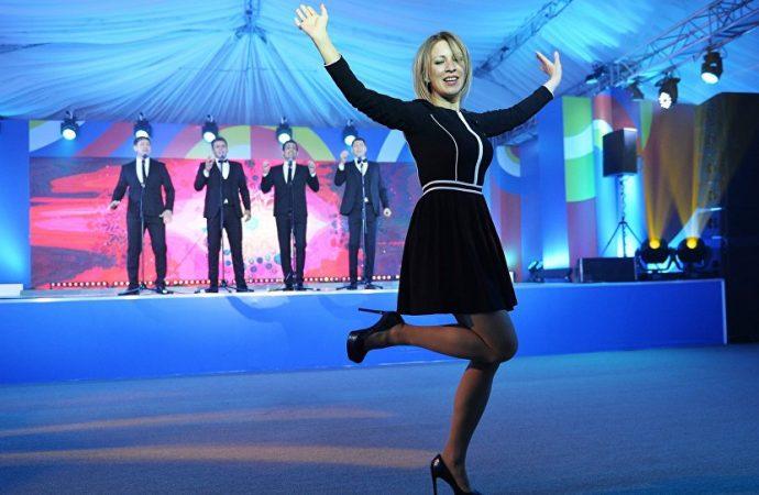 2016.    Russia's  FM Spokeswoman Zakharova Rocks the Dancefloor With Kalinka